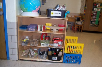 Preschool Science Center Materials http://www.pic2fly.com/Science+Centers+in+Preschool+Classrooms.html